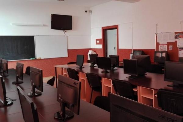 laboratorul-de-infoAA3FACCE-218D-0E83-B788-F1CA2C95943D.jpg